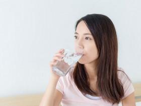 睡前一杯水能预防心脏病、脑中风?