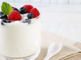 为什么酸奶的盖子上总有一层厚厚的酸奶呢?
