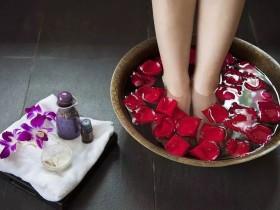 热水泡脚有哪些健康好处?