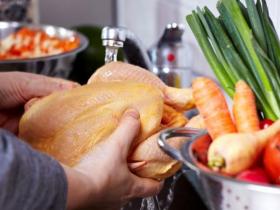 市场上买回来的肉禽食物为什么不能直接冲洗?